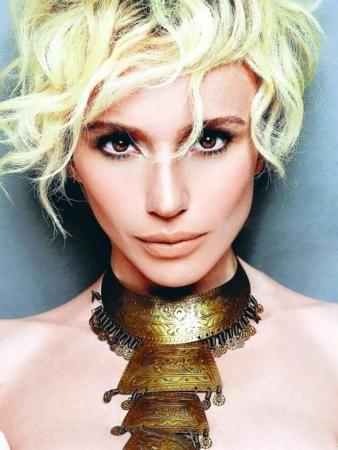 O artık bir moda, güzellik ve müzik idoluydu, Türkiye'nin! Aradan geçen 17 yılda işte böyle değişmişti...